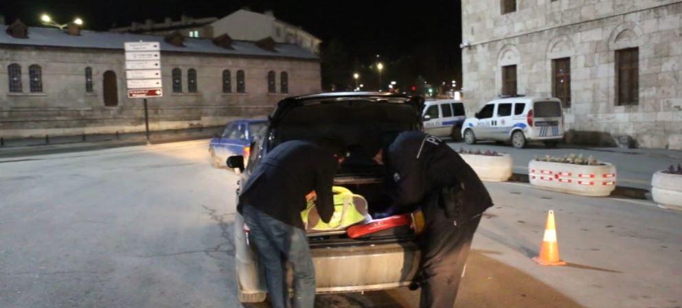 SİVAS'TA POLİSTEN 'ŞOK' UYGULAMA