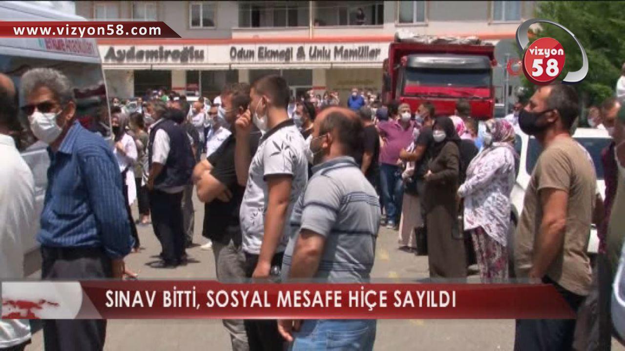 SINAV BİTTİ, SOSYAL MESAFE HİÇE SAYILDI